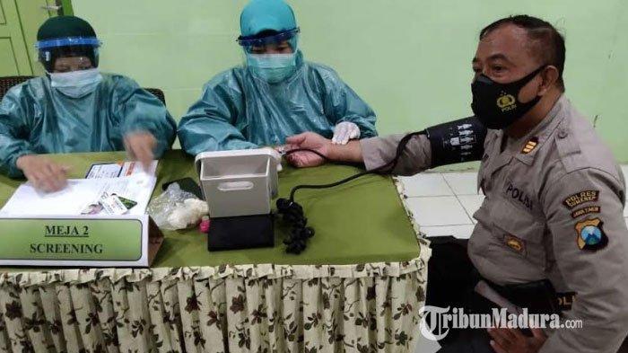 Sembilan Anggota dan Kapolsek Talango Sumenep Jalani Vaksinasi Covid-19 Tahap 2