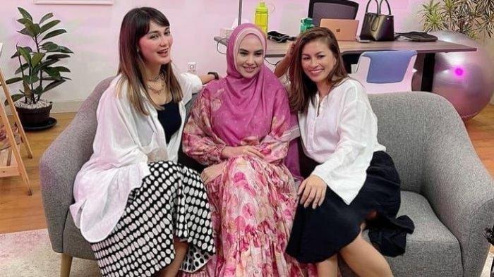 Kartika Putri Dihujat Usai Desak Luna Maya Segera Menikah, Luna Maya Membela: Saya Tak Tersinggung!