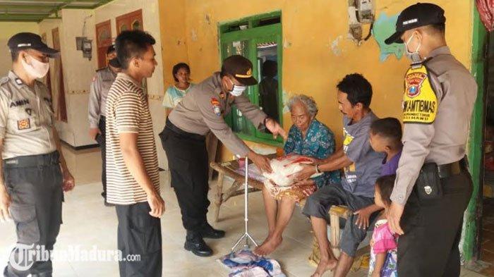 Kapolres Pamekasan Berikan Bantuan Paket Sembako ke Masyarakat Terdampak Covid-19
