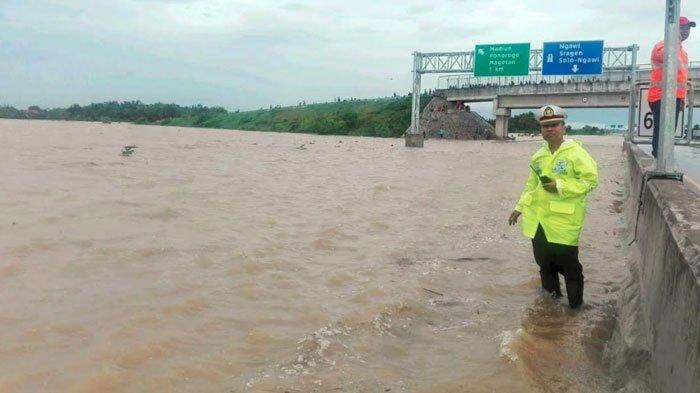 Banjir Tenggelamkan Tol Madiun, Polda Jatim Terapkan Sistem Rekayasa Lalin Contra Flow