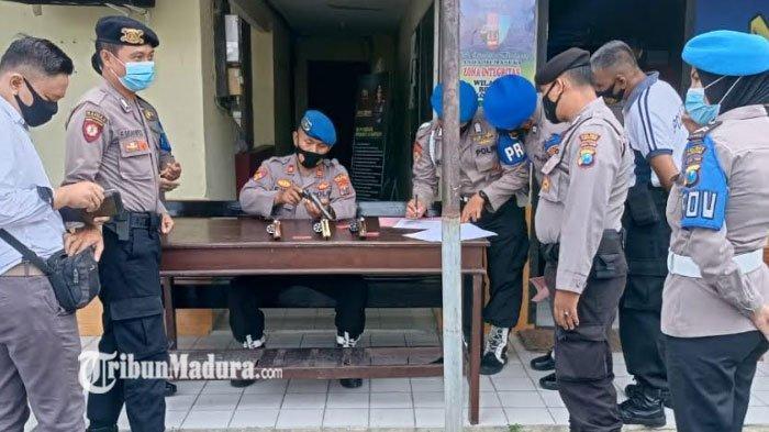 Antisipasi Penyalahgunaan Senjata, Propam Cek Senjata Api yang Dipakai Anggota Polres Pamekasan
