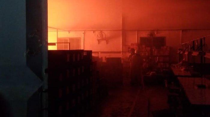 Pabrik Sepatu PT Shou Fong Lastindo Kabupaten Bojonegoro Terbakar, Disebabkan Korsleting Listrik