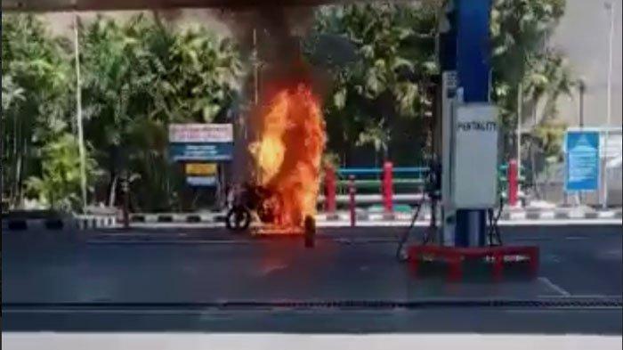 Kebakaran di SPBU Jalan Dr Moestopo Surabaya, Satu Sepeda Motor Ludes Dilahap Api seusai Isi BBM