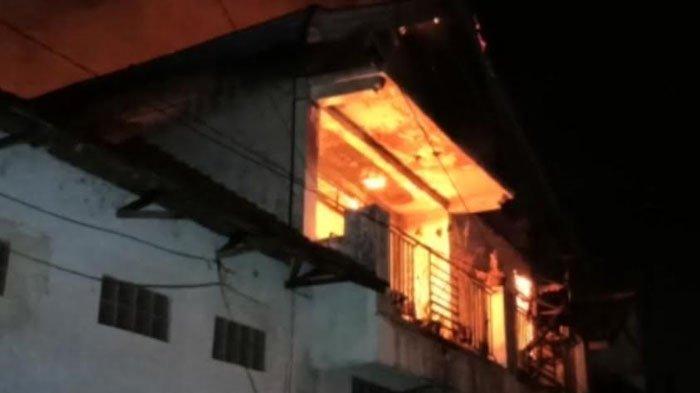 Diduga Alami Korsleting Listrik, Toko Textile Hayati di Jalan Sultan Agung Ponorogo Ludes Terbakar