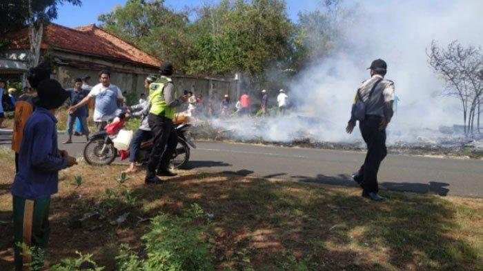 Gara-Gara Puntung Rokok, Gudang Kayu di Pamekasan Terbakar,Ratusan KayuLudes Dilalap Api