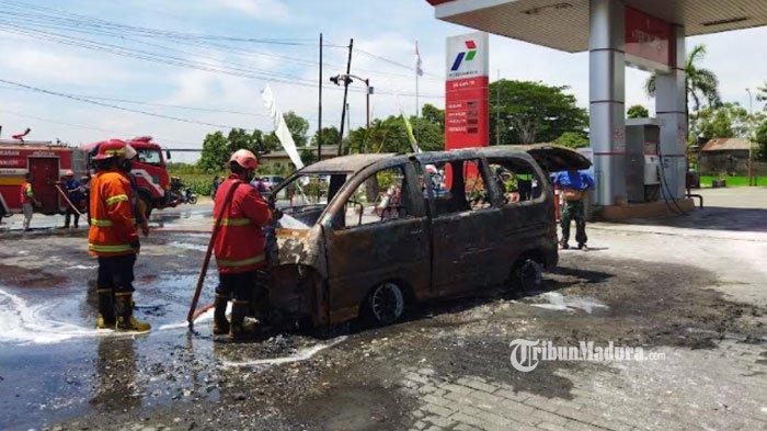 Habis Isi Bensin, Mobil ini Terbakar hingga Tinggal Kerangka, Begini Kondisi Sopir dan Penumpang