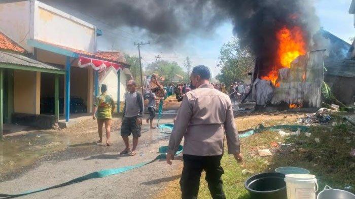 Warga Sekitar Panik, Pom Mini di Bangkalan Terbakar, 1 Motor Ikut Hangus, Ini Kronologinya