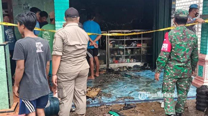 Akibat Korsleting Listrik, Toko Milik Warga Desa Gesikan Kabupaten Tuban Terbakar, Seisi Toko Ludes