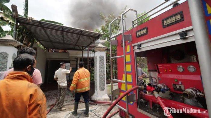 Rumah Kosong diKota Madiun Tiba-Tiba Terbakar, Dinas Damkar Masih Selidiki Penyebab Kebakaran