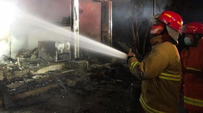 Toko kelontong di Desa Ngadimulyo, Kecamatan Kamapak, Kabupaten Trenggalek, ludes terbakar, Selasa (8/9/2020) malam.