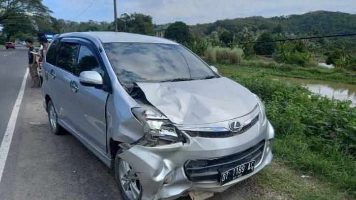 Kecelakaan Maut, Pengendara Motor Yamaha Jupiter Tabrak Mobil Avanza, Seorang Istri Tewas di Tempat