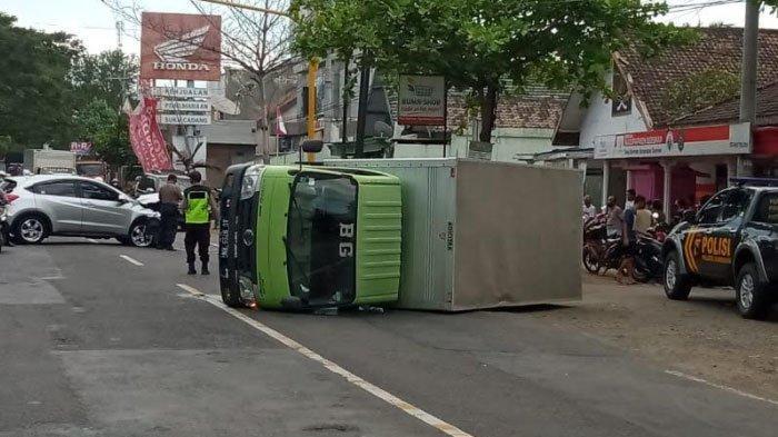 Kecelakaan Karambol 2 Mobil dan 1 Truk di Jalan Trenggalek-Tulungagung, Diduga Pengemudi Mengantuk