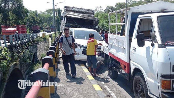 Kecelakaan Beruntun Libatkan 10 Kendaraan, Diduga Akibat Laju Kencang Truk Tronton Pengangkut Aspal