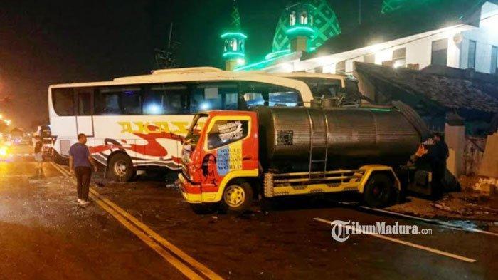 Bawa Penumpang, Bus Akas Hantam Truk Tangki Air di Mojokerto, Bermula Karena Sopir Kurang Hari-Hati