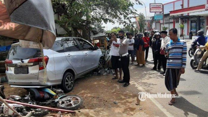 Melaju Kencang Tak Terkendali, Mobil Toyota Calya Tabrak Nenek saat Jemur Nasi hingga Tewas