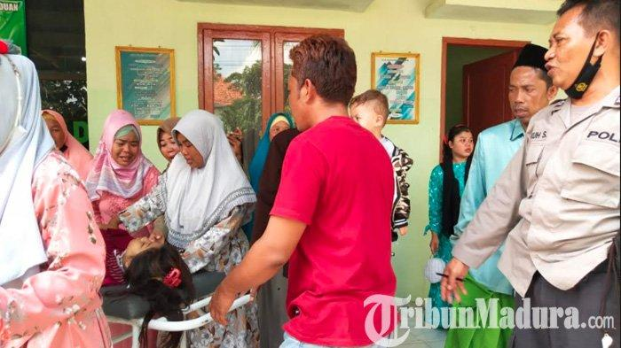 Mau ke Pondok Pesantren di Pamekasan, Pikap Angkut 17 Orang Terguling dan Tabrak Musala: 13 Terluka