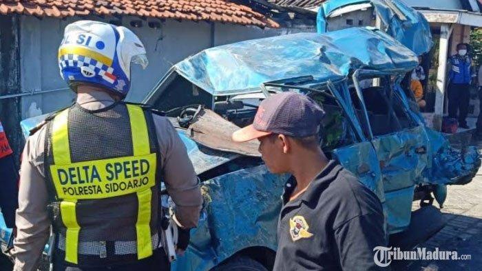BREAKING NEWS - Satu Keluarga Terlibat Kecelakaan Maut, Mobilnya Hancur usai Dihantam Kereta