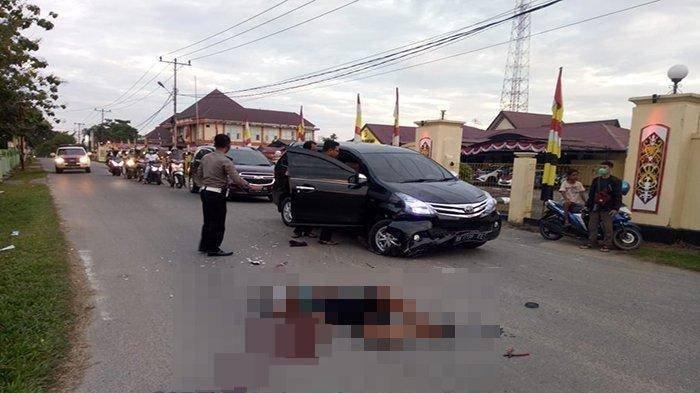 Kecelakaan Maut, Pengendara Motor Tergelincir ke Kiri Seusai Terobos Traffic Light Lalu Hantam Mobil