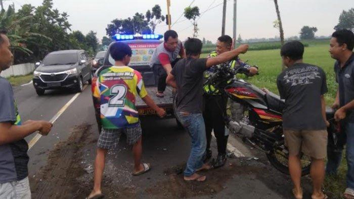Kecelakaan Maut di Kediri, Pengendara Motor Tewas Tertabrak Dump Truk saat Hendak Nyalip Bus