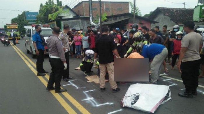 Bersenggolan dengan Pengendara Lain, Pemotor di Mojokerto Jatuh dan Tergilas Tronton hingga Tewas