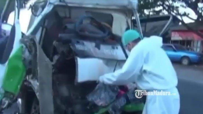 Sopir Tewas Terjepit, Truk Tangki Ringsek Parah setelah Hantam Belakang Truk Tronton di Lamongan