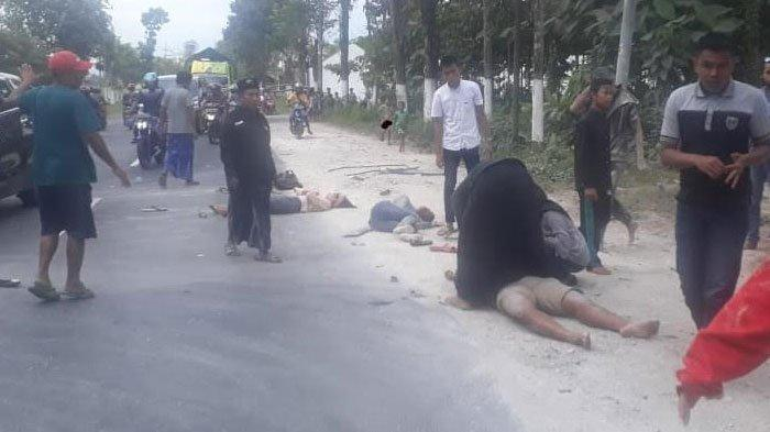 Mobil Bak Terbuka Angkut 13 Orang Terguling di Jember, Satu Orang Meninggal dan Satu Lainnya Kritis