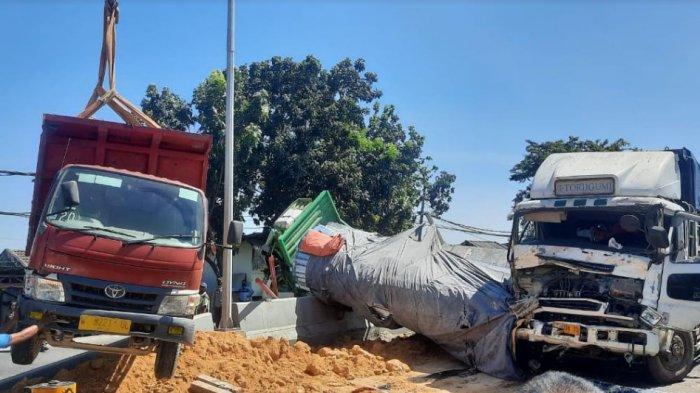 Kecelakaan Karambol Libatkan Tiga Truk di Pintu Jembatan Sembayat Gresik, Jalur Pantura Macet Total