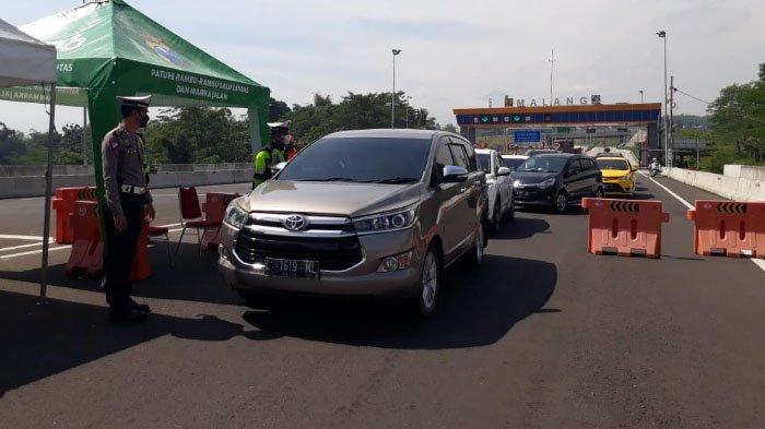 Gagal Wisata ke Pantai Kabupaten Malang, 30 Mobil di Exit Tol Madyopuro Malang Dipaksa Putar Balik