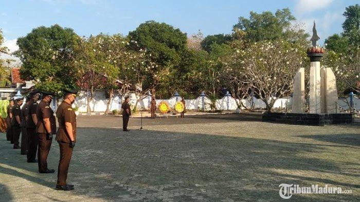 Hari Bhakti Adhyaksa ke-60, Kejaksaan Negeri Sampang Gelar Ziarah Kubur di Taman Makam Pahlawan