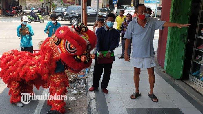 Nestapa Kelompok Barongsai, Rela Turun ke Jalan untuk Ngamen Akibat Sepi Job di Tengah Pandemi