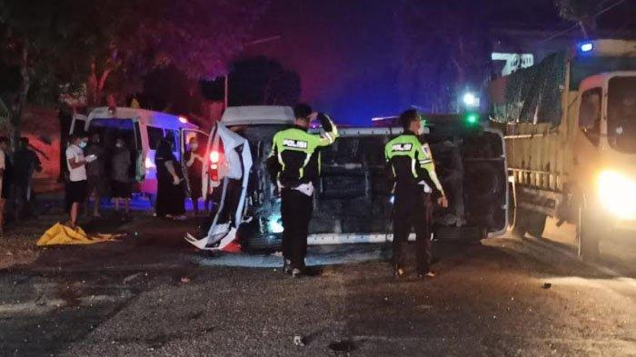 Minibus Tabrak Truk di Kabupaten Trenggalek, Wanita Muda Asal Tulungagung Tewas Tergencet Bodi Mobil