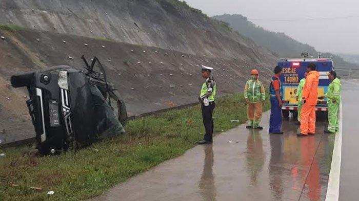 Melaju Kecepatan Sedang, Mobil Mitsubishi Pajero Oleng dan Terguling di Jalan Tol, Satu Orang Tewas