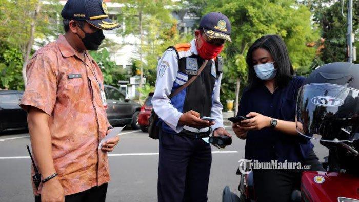 Bayar Parkir Kendaraan di Surabaya Mulai Pakai Qris, Tak Perlu Pakai Uang Tunai Lagi