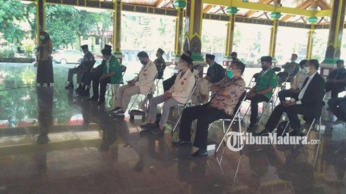 Lagi Musim Demo Tolak Omnibus Law UU Cipta Kerja, Sekolah di Bangkalan Pantau Siswa via Google Meet