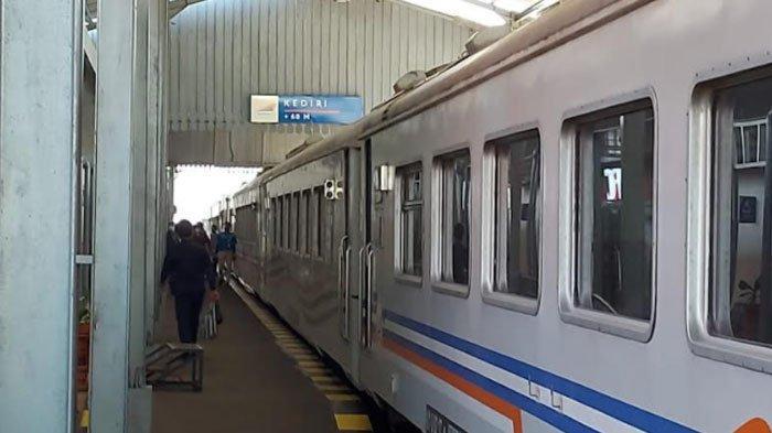Tiket Kereta Api untuk Natal dan Tahun Baru Bisa Dipesan, Daop 8 Surabaya Siapkan Lokomotif Tambahan