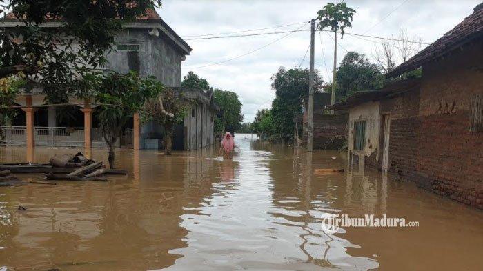 Banjir Jombang Akibat Tanggul Sungai Jebol, Ketinggian Air Capai 1 Meter, Warga Terpaksa Mengungsi
