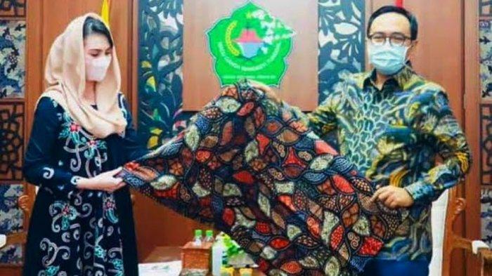 Ketua Dekranasda Jatim Terpesona dengan Batik Tulis Pamekasan yang Memiliki Filosofis dan Kaya Motif