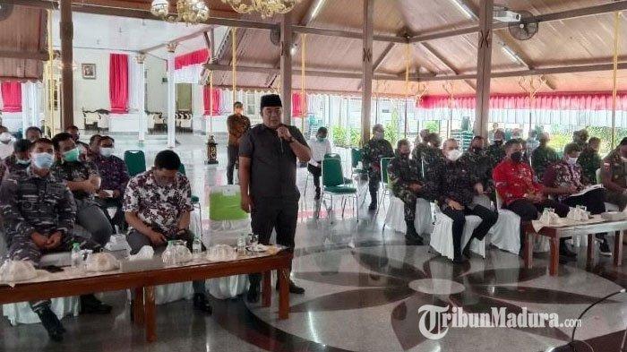 Pilkades Serentak Bangkalan, Ketua DPRD Sentil Para Camat: Kalau Duduk di Ruangan Itu Bukan Camat