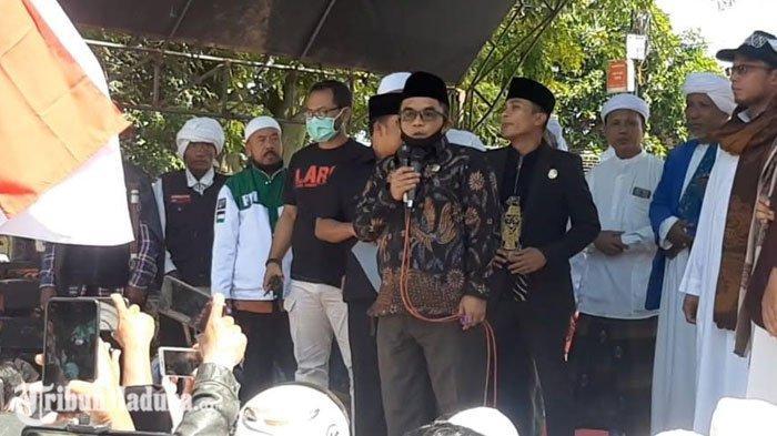 Temui Demonstran, Ketua DPRD Pamekasan Akui Akan Sampaikan Tuntutan Penolakan RUU HIP ke DPR RI