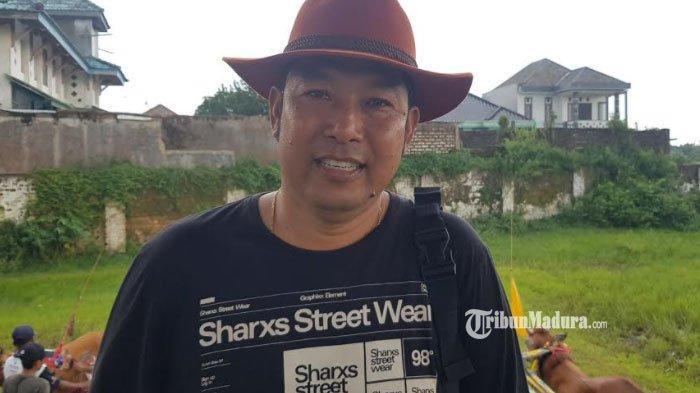 Ketua Paguyuban Sapi Kerap Kabupaten Sumenep, Deky Purwanto saat memberikan keterangan di lokasi Lapangan Giling Sapi Kerap, Sabtu (27/2/2021).