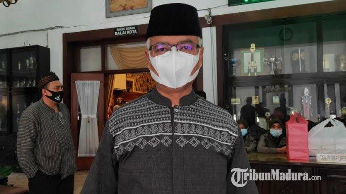 Terima Suntikan Kedua Vaksin Covid-19, Ketua PCNU Kota Malang Gus Is Pastikan Vaksin Aman dan Halal