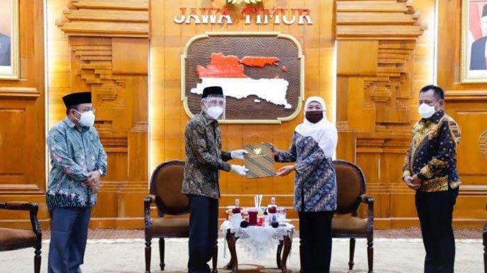 Plt Bupati Sidoarjo Cak Nur Wafat,Gubernur Serahkan SKPlh Bupati Sidoarjo pada Sekda Achmad Zaini