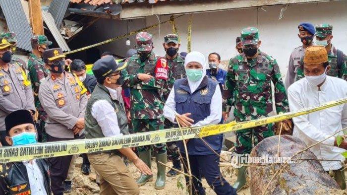 Gubernur Jawa Timur, Khofifah Indar Parawansa saat melihat kondisi tebing tanah yang longsor di belakangan Ponpes An-Nidhomiyah, Dusun Jepun, Desa Bindang, Kecamatan Pasean, Kabupaten Pamekasan, Madura, Kamis (25/2/2021).