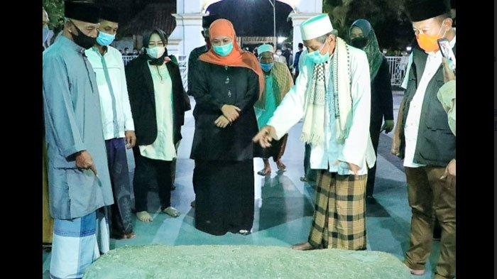 Masyarakat Boleh Gelar Salat Tarawih dan Idul Fitri Berjemaah, Gubernur Khofifah Beri Pesan ini