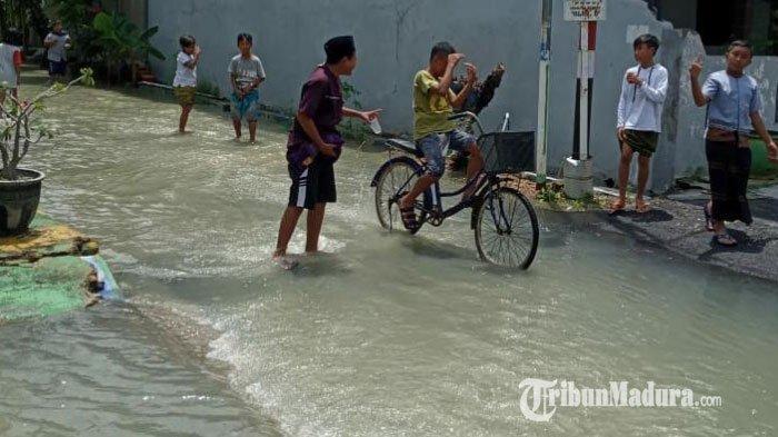 Intensitas Hujan Tinggi Selama 3 Jam, Tiga Perumahan di Wilayah Perkotaan Sampang Terendam Banjir