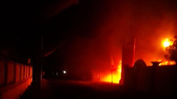SPBU di Sampang Kebakaran Hebat Akibat Percikan Api Motor, Kendaraan Lain Ikut Ludes Terbakar