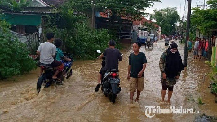 Banjir dari Luapan Air Sungai Melanda 10 Wilayah Pamekasan, 12 Jaringan Listrik Dipadamkan Sementara