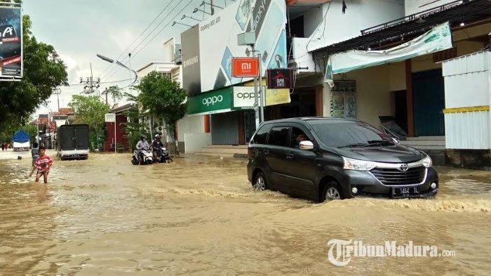 Sungai Kamoning Meluap Akibat Hujan Deras, Wilayah Perkotaan Sampang Kembali Tergenang Banjir