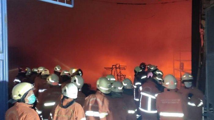 Gudang Produksi Alat Kerajinan Berbahan Kayu di Surabaya Terbakar, Diduga karena Korsleting Listrik