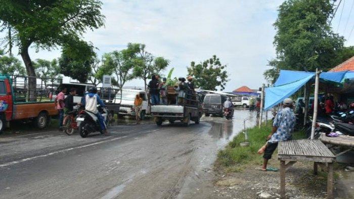 Langganan Banjir, Warga di Jalan Raya Provinsi Berharap Pemkab Sampang Beri Solusi Permanen